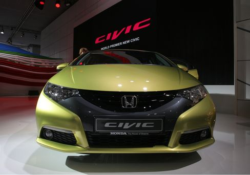 Honda Says Reworking Civic as Part of Plan to Lift Sales 24%