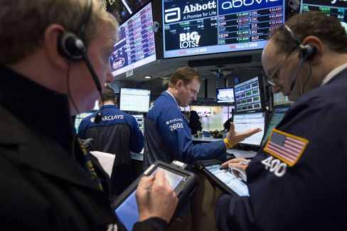 U.S. Stocks Fall as Fed Minutes Show Debate Over Stimulus Plan
