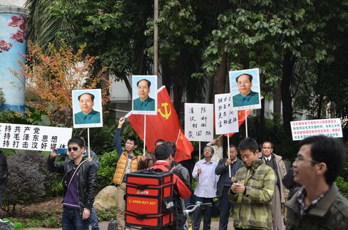 Maoists Face Off With Anti-Censorship Protesters in China