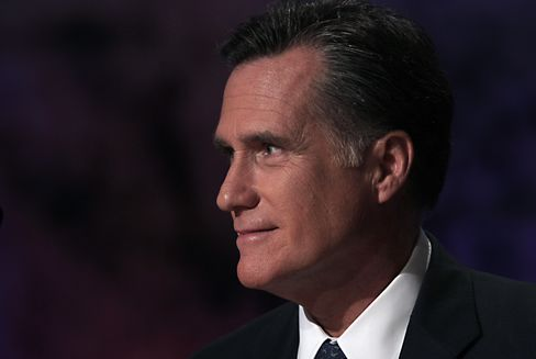 Romney Reaps Party Firepower Behind Bid as Gingrich Retrenches