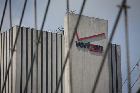 Verizon's Vodafone Stake Purchase May Need $30 Billion in Bonds