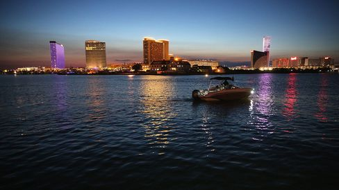 New Jersey governor backs state takeover of Atlantic City