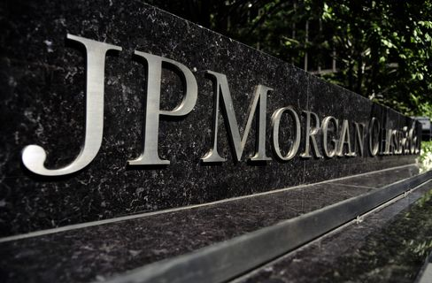 Moore Leads Hedge Funds Betting on JPMorgan Before Trade LossesJ