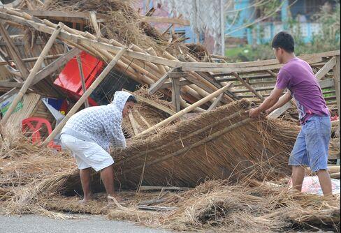 Typhoon Megi Weakens on Way to South Coast of China