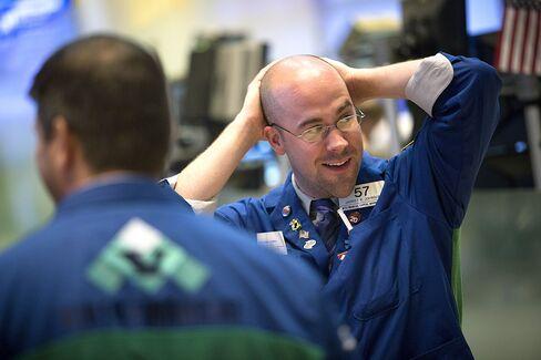 S&P 500 Rises Above Record Close as Metals Gain, Dollar Weakens