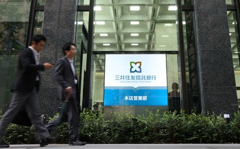 Sumitomo Mitsui Trust Falls in Tokyo After Announcing Share Sale