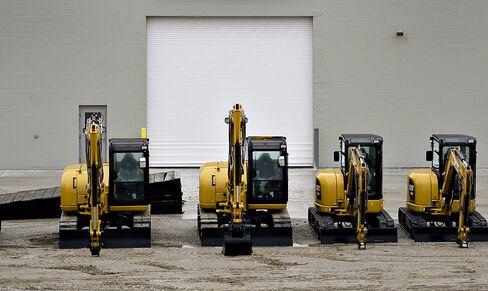 Diggers Pile Up Unsold After Caterpillar Adds China Capacity