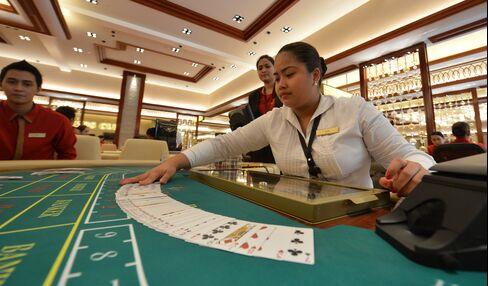 Billionaire Razon's $1.2 Billion Casino Gets Lead in Manila Hub