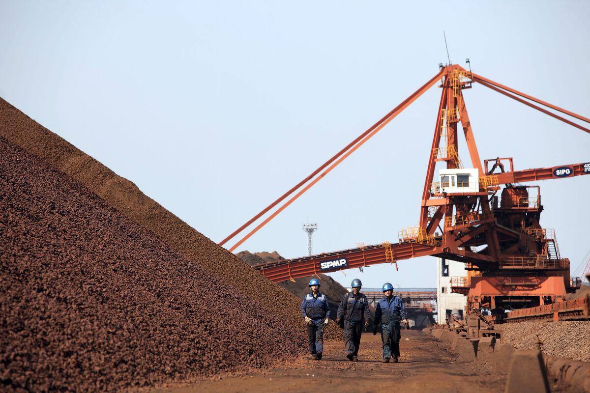 Цены на железную руду упали к отметке 50 долларов за тонну на фоне китайских проблем