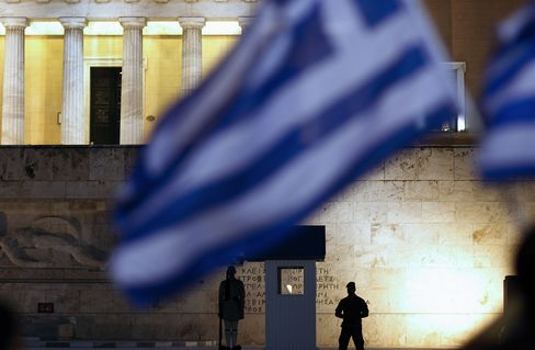 Euro Weakens, Asian Stocks Erase Advance on Greece Debt Concern