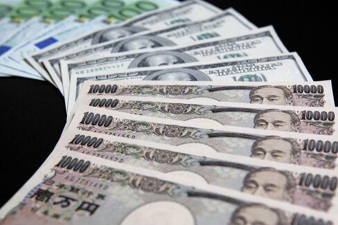 Yen Depreciates to One-Month Low on Stock Gains, Summit Optimism