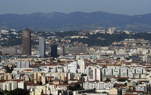 Hollande Gets Crisis-Protection Tips From Business-Friendly Lyon