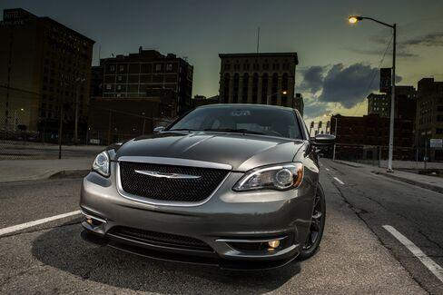 Eminem Meets Marchionne in Chrysler Redesign of 200 Sedan