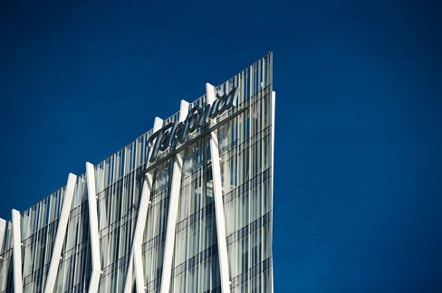 Telefonica Is Said to Consider Asset Sales to Meet Debt Targets