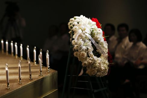 Mourners Pack L.A. Vigil for Asiana Teens They Never Got to Meet