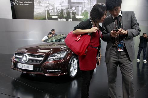 Mercedes Record 25% Discount Leads Shrinking China Margins