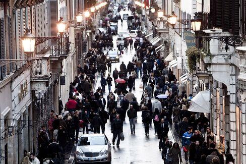 Italians Cut Spending in Worst Christmas in 10 Years