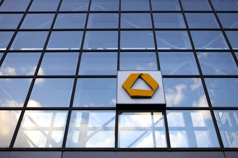 Commerzbank Climbs After Report of Government Plan to Sell Stake