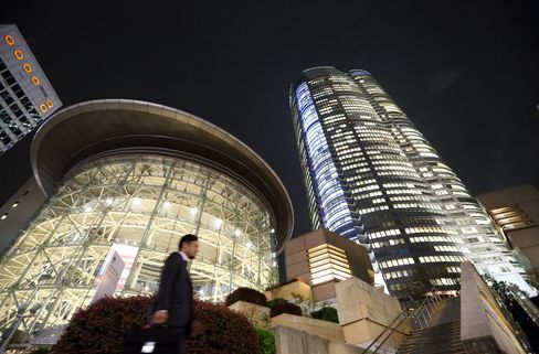 Google-Apple Influx Transforms Tokyo Bankers' Hangout on IT Boom