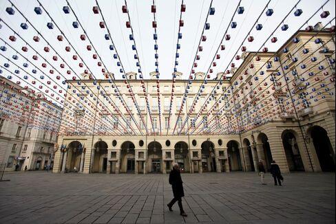 Italy Tests Market With Bond Sale Amid Vote Deadlock Concern