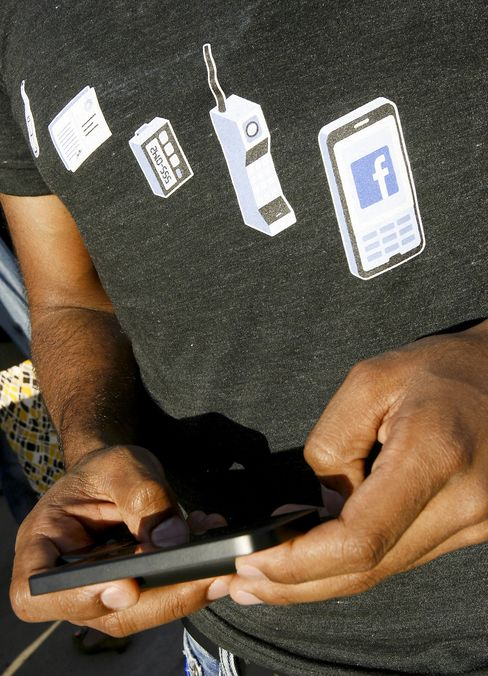 Facebook Risks Annoying Users With Push Into Mobile Ads