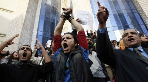 Egypt Riskier Than Iraq in Swaps, Protests Spread to Mubarak
