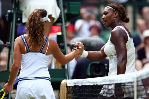 Serena Williams Opens Wimbledon Defense With Straight-Sets