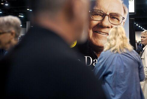Buffett Ignores Gross's New Normal, Pities Bond Investors