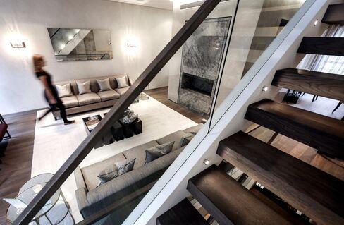 London Luxury-Home Sales Soar in 2013 as British Buying Rises