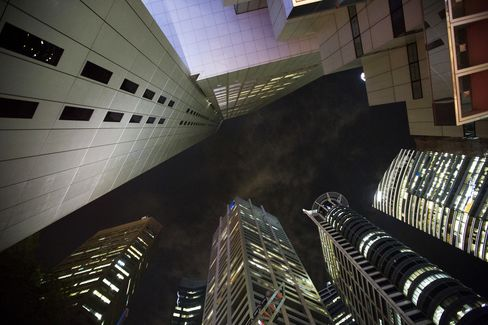 Singapore Economy Unexpectedly Expanded Last Quarter on Services