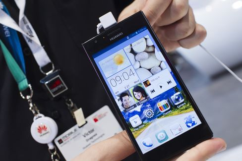 Huawei First-Half Sales Gain 11% on Push Into Mobile Devices