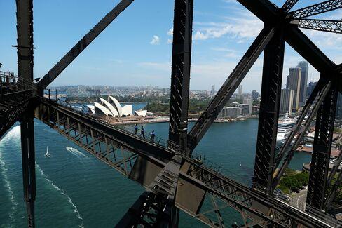 Australian Dollar Decline a Boost for Exports, Treasurer Says