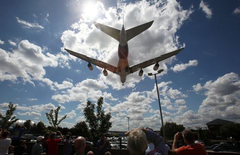 Airbus A380 Bypasses Hubs, Smaller Cities Clamor for Flights