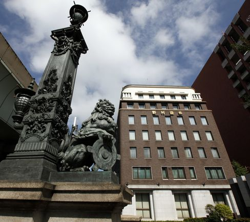 Nomura, Top Japan Brokerages to Boost 2013 Graduate Hires by 13%