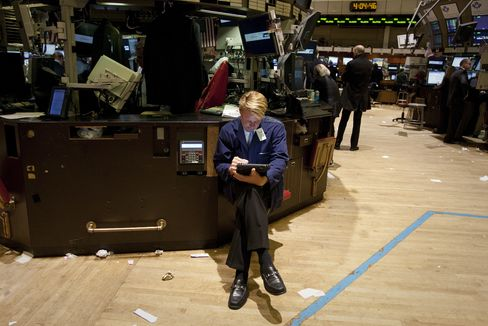 U.S. Stocks Fall on Concern Over Global Economy