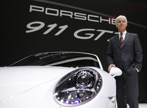 Porsche CEO Matthias Mueller Stands With the Porsche 911 GT3
