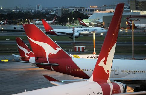 Qantas Extends Flight Cuts on Volcanic Ash