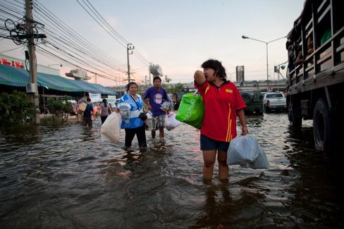 Bangkok River Swells to Record as Flooding Reaches Capital