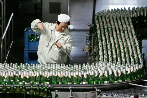 Yanjing Said to Near $714 Million Deal for Kingway Beer Assets