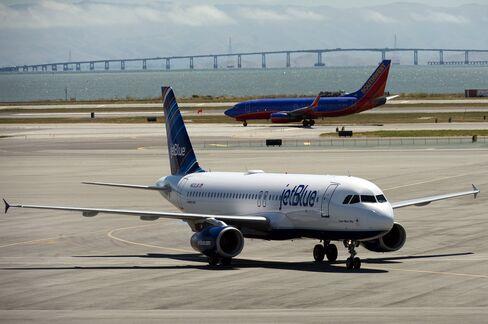 New York Flight-Slot Bids Set Up Southwest-JetBlue Showdown