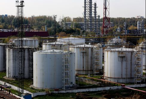 Urals Exports Plunge as Russia Refiners Keep Oil