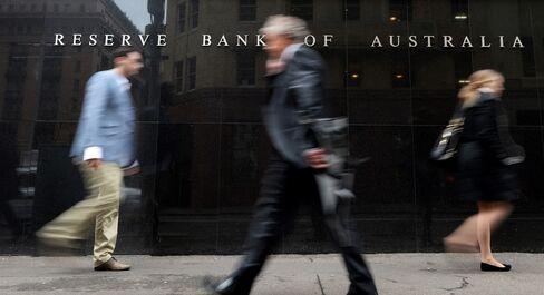 Pimco Bets on Bonds After Worst Run Since 1994