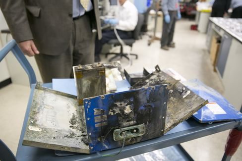 NTSB Chief Questions Approval of Boeing Dreamliner Battery