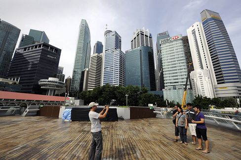 Singapore Home Prices May Post First Drop in 5 Years on Curbs