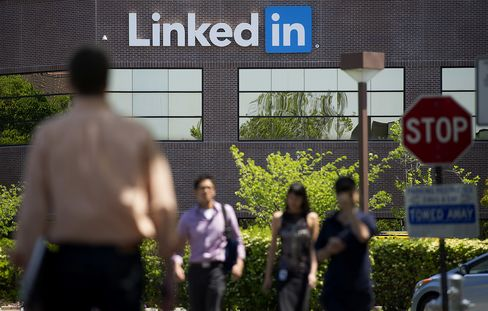 LinkedIn Customers Allege Company Hacked E-Mail Addresses