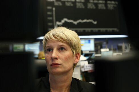 Stocks Fall as Portugal Yields Climb While Euro Drops, Oil Rises