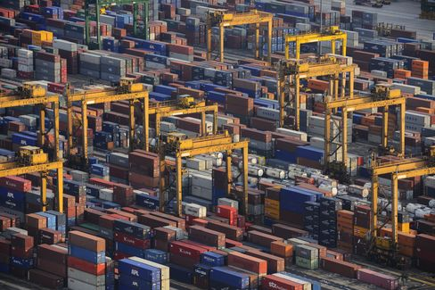 Singapore Exports Decline Most in 14 Months as Recovery Delayed