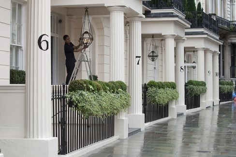 King Beaten by Pound Gains as Foreigners Buy Homes