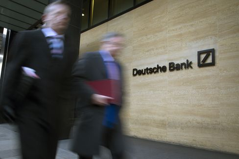 Deutsche Bank Debt Salesmen Said to Leave