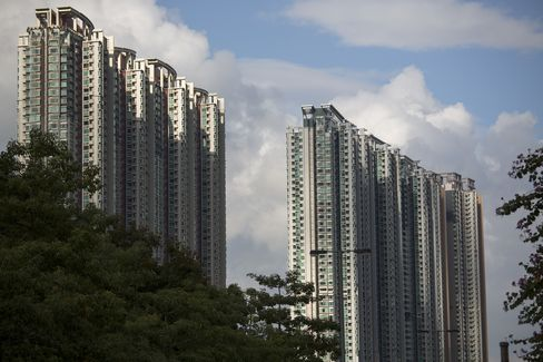 Hong Kong Faces Risk of Abrupt Decline in Home Prices, IMF Says